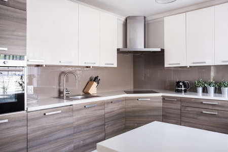 Photo pour Image of a bright spacious kitchen in modern style - image libre de droit