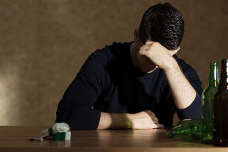 Foto de Alcohol and nicotine addiction among young people - Imagen libre de derechos