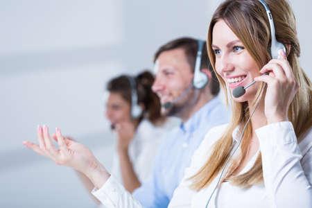 Foto de Picture of support phone operators in headset - Imagen libre de derechos
