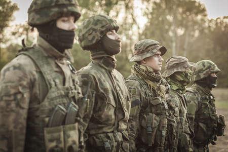 Foto de Picture of soldiers during combat basic training - Imagen libre de derechos