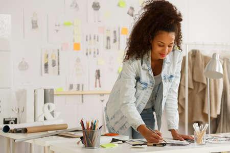 Foto de African American fashion designer working in atelier - Imagen libre de derechos