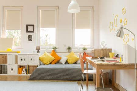 Photo pour Light cozy teen room with color decorations - image libre de droit