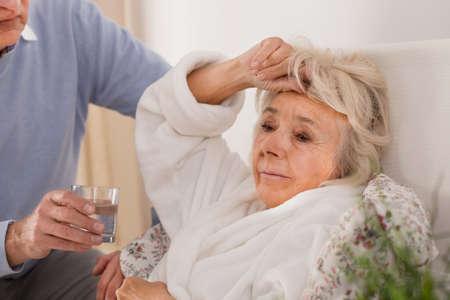 Photo pour Husband taking care of his elderly sick wife - image libre de droit