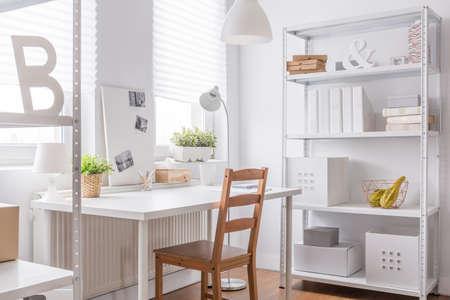 Foto de Photo of study room with simple chair - Imagen libre de derechos