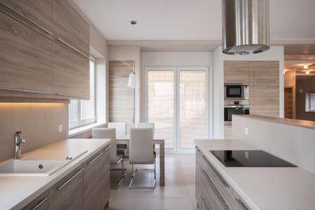 Photo pour View of luxury kitchen in modern design - image libre de droit