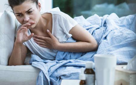 Foto de Picture of sick woman with cough and throat infection - Imagen libre de derechos