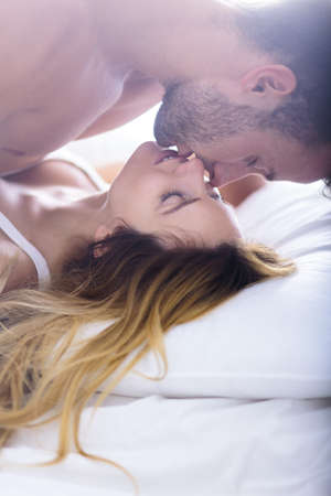 Foto de Image of beautiful woman seducing her boyfriend in bed - Imagen libre de derechos
