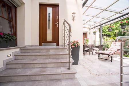 Foto de Close-up of entry to elegant detached house - Imagen libre de derechos