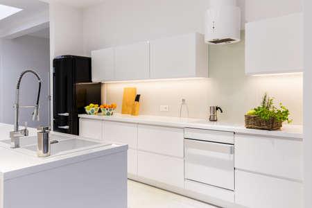 Photo pour Sterile and light kitchen in the house - image libre de droit