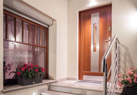 Photo pour House front door in modern minimalistic design - image libre de droit