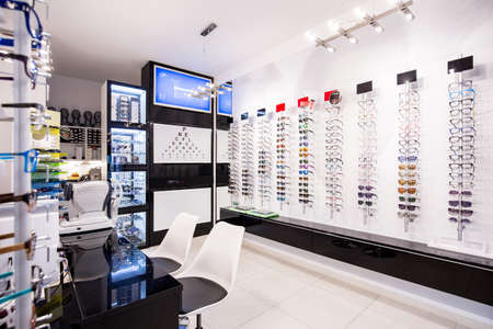 Foto de Selection of modern eyeglasses rims at optician's store - Imagen libre de derechos