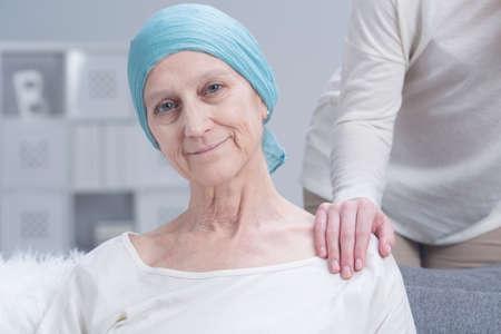 Foto de Sick older woman with cancer with inner strength to fight with disease - Imagen libre de derechos