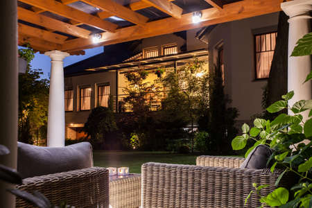 Photo pour Picture of beautiful residence with garden at night - image libre de droit