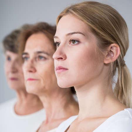 Photo pour Portrait of three generations family - vertical view - image libre de droit