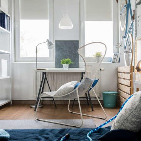 Photo pour Small studio flat arrangement with inventive decorations - image libre de droit