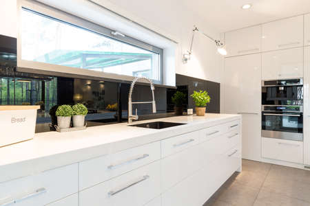 Photo pour Modern house- spacious white kitchen with white worktop - image libre de droit