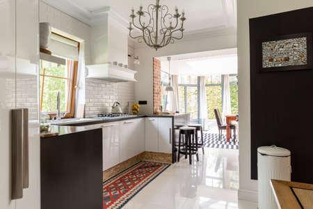 Foto de Creative interior- suburb white and black modern kitchen - Imagen libre de derechos