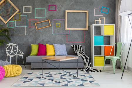Foto de Spacious apartment in grey with colorful wall decor and sofa - Imagen libre de derechos