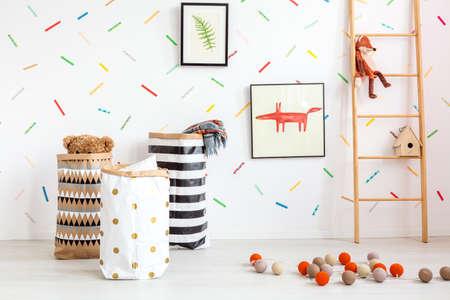 Foto de White child room with decorative cotton balls and toys - Imagen libre de derechos
