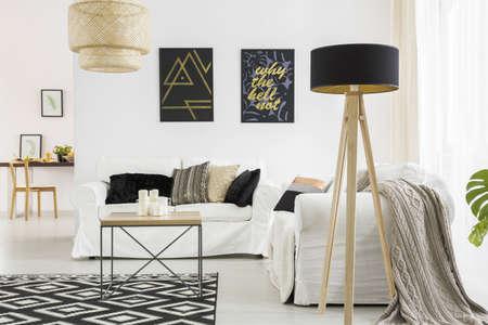 Foto de Trendy living room with white sofa, black lamp and table - Imagen libre de derechos