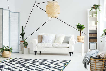 Photo pour Comfortable relax space with white sofa in cozy living room - image libre de droit