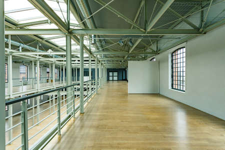 Photo pour Wooden floor and white walls in loft windows in former factory - image libre de droit