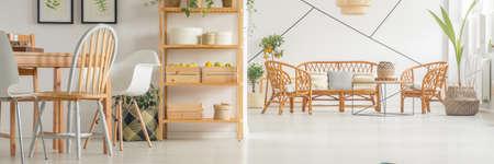 Foto de Spacious dining room connected with big white lounge - Imagen libre de derechos