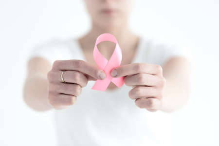 Foto de Woman not being ashamed by having a breast cancer - Imagen libre de derechos