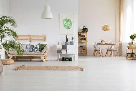 Foto de Nature and wood in modern home interior - Imagen libre de derechos