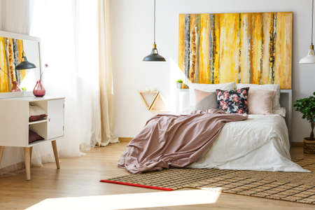 Photo pour Nice and stylish bedroom in warm colors - image libre de droit