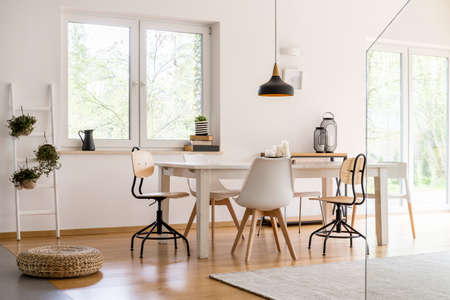 Photo pour White modern dining hall with big table and designer chairs - image libre de droit