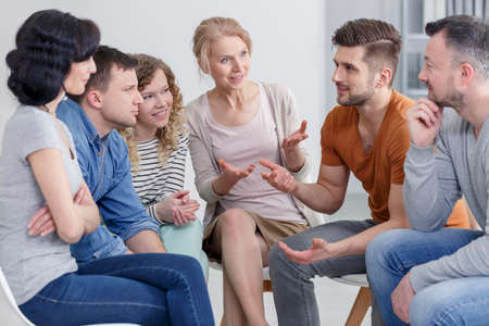 Photo pour Coach and support group during psychological therapy. - image libre de droit