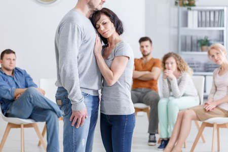 Foto de Group therapy session for couples with trust issues - Imagen libre de derechos