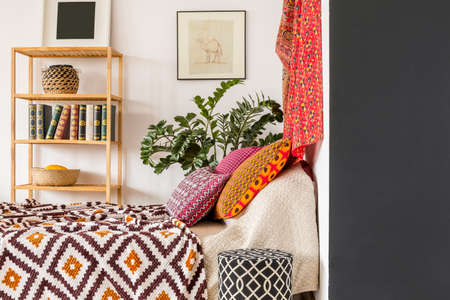 Photo pour Warm and cozy bedroom in indian style - image libre de droit