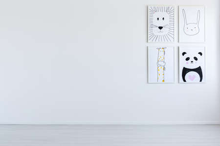 Foto de Copy space of white open interior with black and white drawings of zoo animals on wall - Imagen libre de derechos