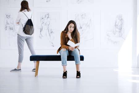 Foto de Art exhibition of new collection of paintings of women nudity - Imagen libre de derechos