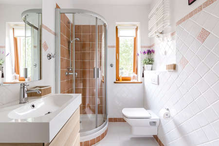 Photo pour Glass shower in small white bathroom with sink, mirror and toilet - image libre de droit