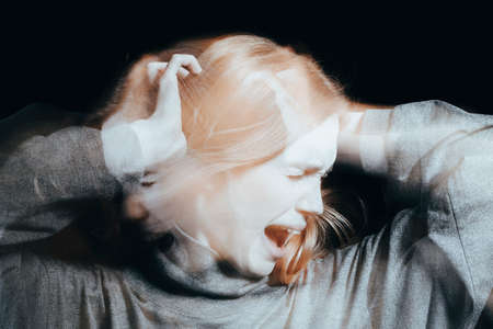 Photo pour Young woman screaming because of delusions and hallucinations. Mental disorder concept. - image libre de droit