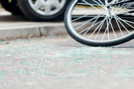 Photo pour Broken glass on the street after a car accident with cyclist - image libre de droit