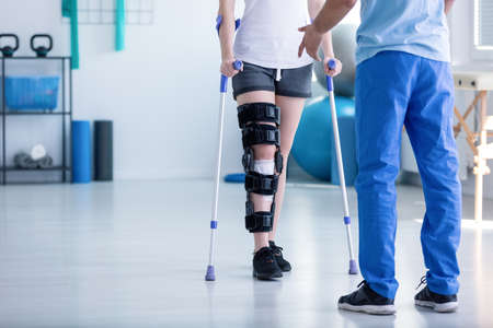 Photo pour Professional physiotherapist supporting patient with orthopedic problem - image libre de droit