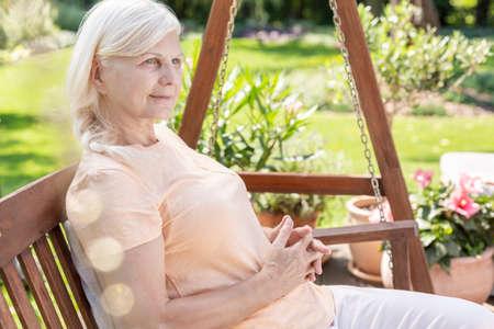 Foto de Sick positive cancer patient sitting in the garden of medical center - Imagen libre de derechos