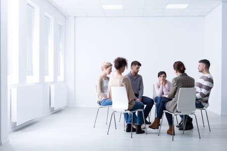 Foto de Female psychologist during meeting with a support group for workaholics, photo with copy space - Imagen libre de derechos