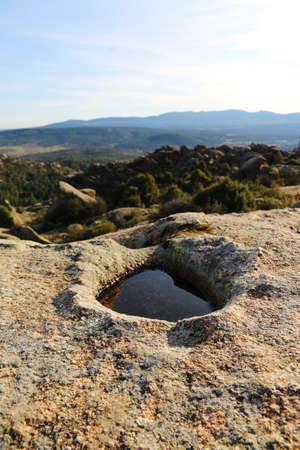 Foto de A natural puddle of water on a rocky mountain. - Imagen libre de derechos