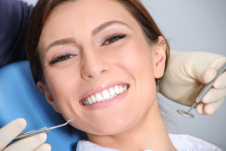 Photo pour dental examination of attractive girl in the office of the dentist - image libre de droit