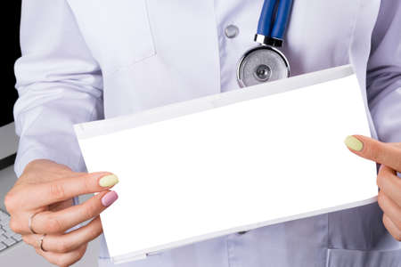 Foto de Blank empty Electrocardiogram screen in hand of a female doctor. Medical health care. Clinic cardiology heart rhythm and pulse test closeup. Cardiogram printout with copy space. Empty space for text - Imagen libre de derechos