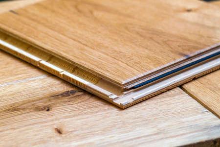 Photo pour Brown wooden parquet floor planks installation , close up. Carpentry concept. - image libre de droit