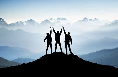 Foto de Team on mountain top. Active life concept - Imagen libre de derechos