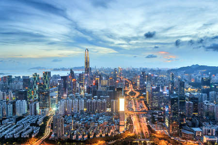 Photo pour City skyline in Shenzhen at night - image libre de droit