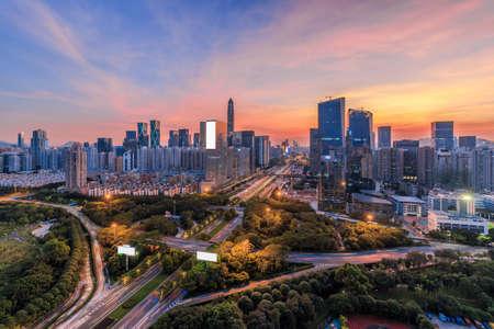 Photo pour The highways and skyline of Shenzhen - image libre de droit