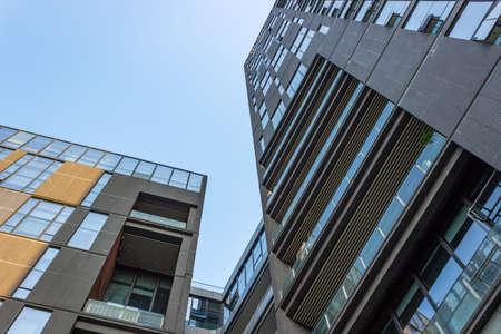 Foto de Looking up at urban architecture - Imagen libre de derechos